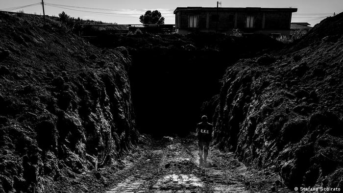 An entrance to an underground dig (Stefano Schirato)