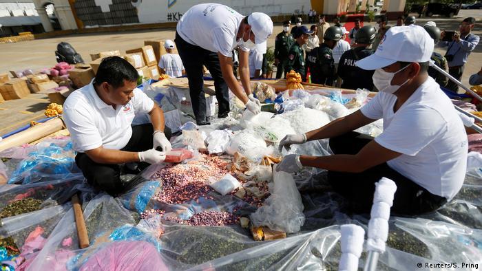 Kambodscha Dogenverbrennung Internationaler Anti Drogen Tag (Reuters/S. Pring)