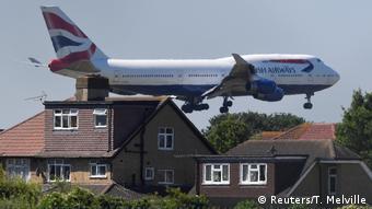 Boeing 747 от British Airways заходит на посадку в Лондоне