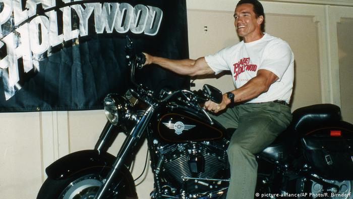 Arnold Schwarzenegger on a Harley-Davidson (picture-alliance/AP Photo/R. Birndorf)