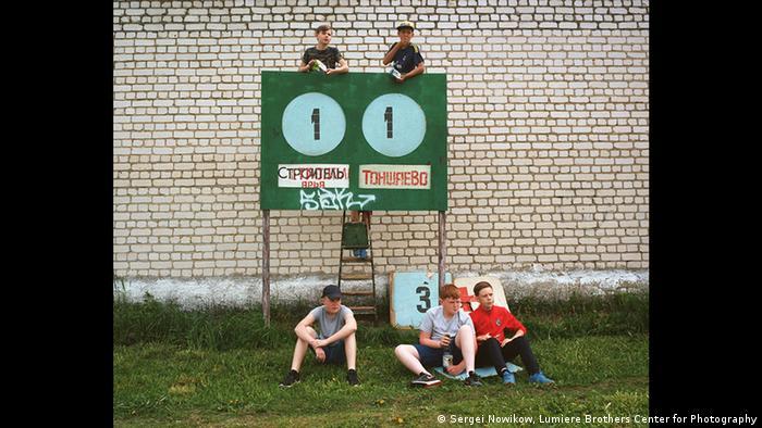 Болельщики на стадионе в рабочем поселке Арья Нижегородской области