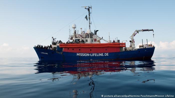 Спасательное судно Lifeline в Средиземном море