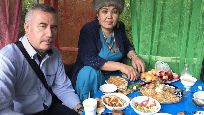 Die Medienschaffenden sollen durch gemeinsames Kochen und Essen mit den Bürgern in der Region ihr Publikum besser kennen lernen. Welche Themen treiben sie um? Welche Fragen haben sie? (DW/L. Rahnert)