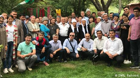 This time, journalists from both countries and members of civil society met near Batken, Kyrgyzstan. For the first time, there were also two reporters from Andijan, Uzbekistan. The country also shares a border with Kyrgyzstan and Tajikistan. (DW/L. Rahnert)