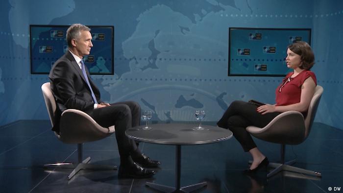 Генсек НАТО Йенс Столтенберг во время интервью с Жанной Немцовой