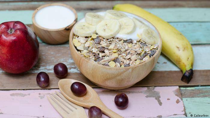 Frühstück - Haferflocken mit Banane (Colourbox)