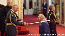 26.6.2018**** Investitures at Buckingham Palace. Singer and songwriter Barry Gibb is knighted by the Prince of Wales during an Investiture ceremony at Buckingham Palace, London. Picture date: Tuesday June 26, 2018. See PA story ROYAL Investiture. Photo credit should read: Dominic Lipinski/PA Wire URN:37220324 |