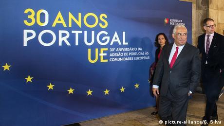 Portuguese Prime Minister Antonio Costa marked the 30th anniversary of Portugal's accession to the EU in 2016 (picture-alliance/G. Silva)