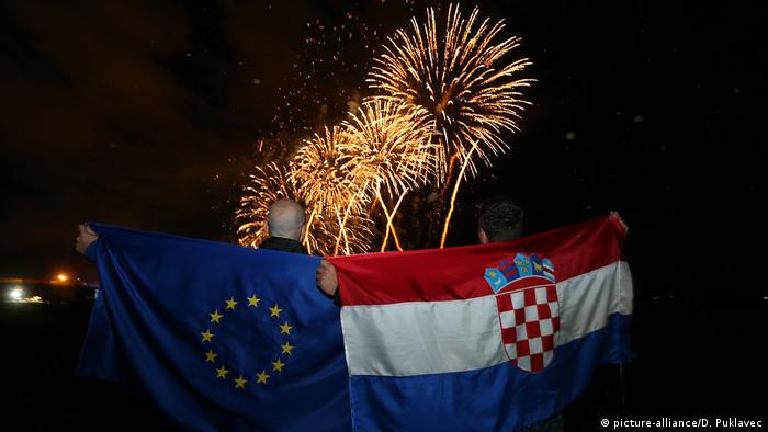 Fireworks are ready and foreign leaders are arriving as Croatia prepares to celebrate its entry into the European Union some 20 years after winning independence in a bloody civil war that shook the continent (picture-alliance/D. Puklavec)