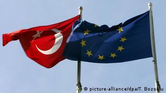 Σημαίες Τουρκίας και ΕΕ