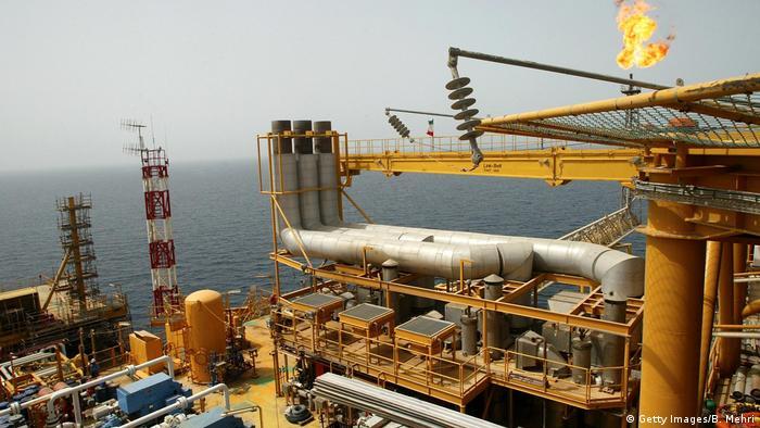 Basra Körfezi'nde İran'a ait bir petrol platformu