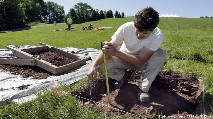 An archaeological dig (picture-alliance/AP Photo/R. Drew)
