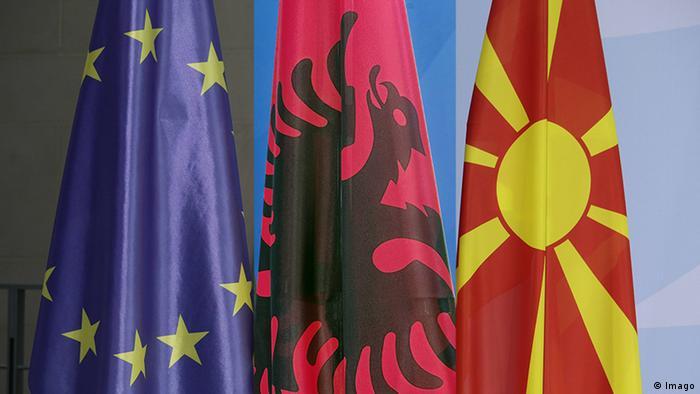 Bildkombo Flagge EU Albanien Mazedonien (Imago)