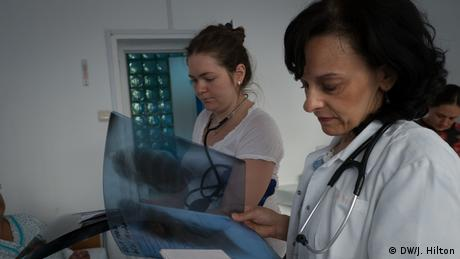 """Βουλγαρία-Ρουμανία: Οι γιατροί φεύγουν, το σύστημα υγείας """"αιμορραγεί"""""""