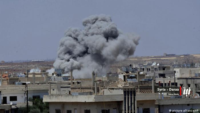 Syrien - Angriffe auf Daraa (picture-alliance/AP)