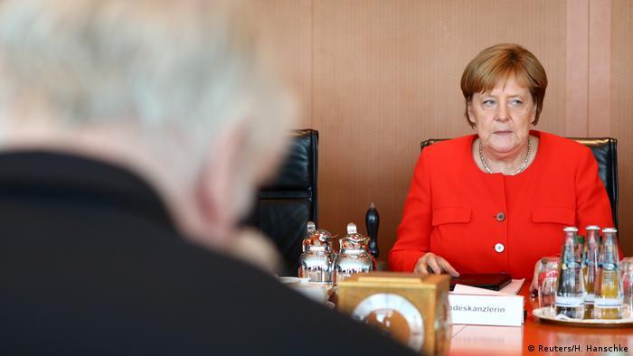 Kabinettssitzung in Berlin mit Merkel und Seehofer (27.06.2018) (Reuters/H. Hanschke)