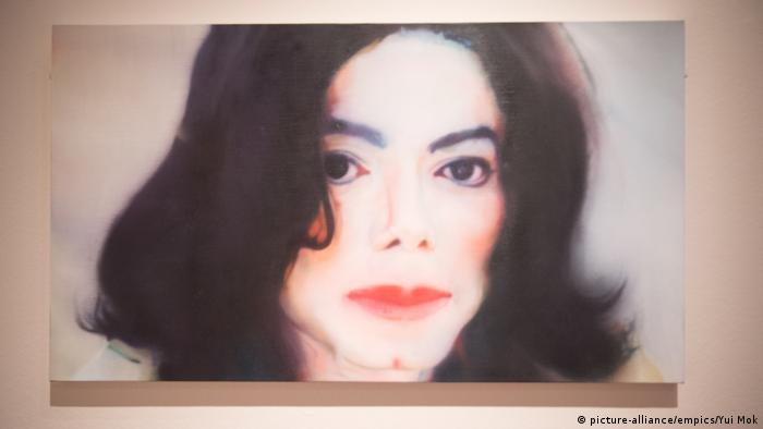 A portrait of Michael Jackson by Johannes Kahrs based on a photograph of the pop star (picture-alliance/empics/Yui Mok)