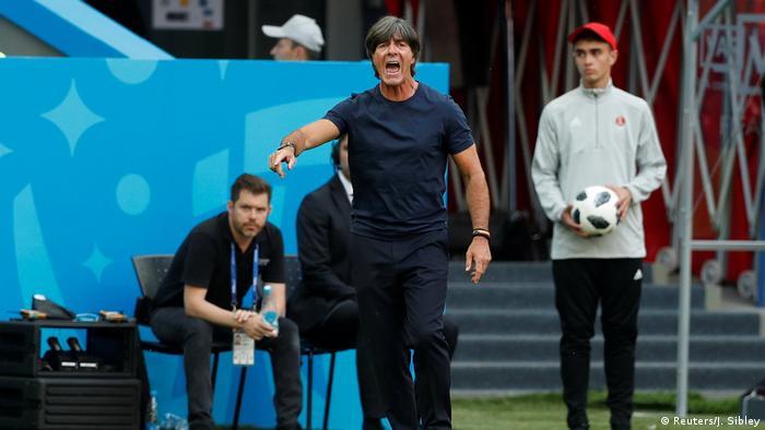 یوآخیم لوو، سرمربی آلمان، پس از این ناکامی تاریخی گفت: «ما از نتایج به دست آمده بسیار سرخورده هستیم. بازیکنانم در دیدار با کره جنوبی از لحاظ جنگندگی بد نبودند، اما نتوانستند از موقعیتها سود برند. این مشکل را ما در دو دیدار پیشین نیز داشتیم. تیم من آن سبکبالی و اطمینان همیشگی را نداشت. ما به حق از مسابقات حذف شدهایم. ما فرصتهای گلزنی زیادی داشتیم، اما نتوانستیم در دیدار با کره گل بزنیم.»