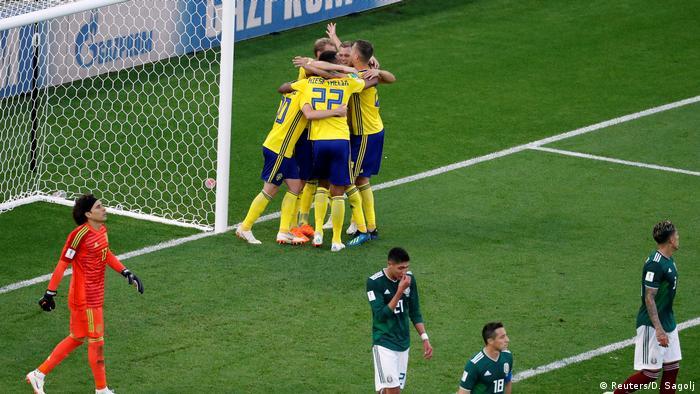 FIFA Fußball-WM 2018 in Russland | Mexiko vs Schweden | Jubel Schweden (0:3) (Reuters/D. Sagolj)