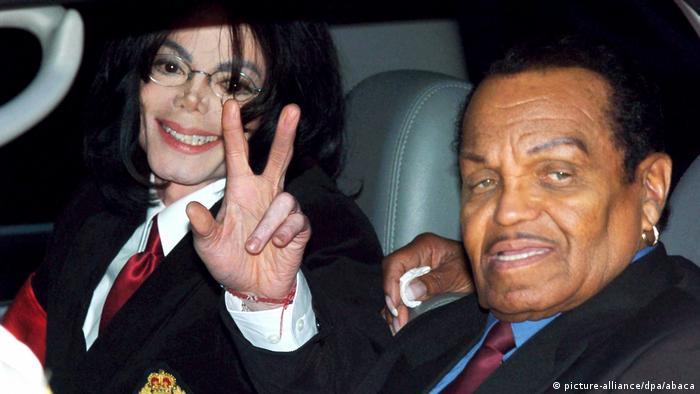 Michael Jackson with his father, Joe Jackson, in 2004