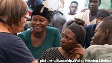 27.06.2018 *** HANDOUT - 27.06.2018, Mittelmeer: Flüchtlinge sitzen an Bord des Rettungsschiffs «Lifeline». Das blockierte Flüchtlings-Rettungsschiff der deutschen Hilfsorganisation «Lifeline» darf nach fast einer Woche auf dem Mittelmeer in Richtung Malta steuern. Foto: Mission Lifeline/dpa - ACHTUNG: Nur zur redaktionellen Verwendung im Zusammenhang mit der aktuellen Berichterstattung und nur mit vollständiger Nennung des vorstehenden Credits +++ dpa-Bildfunk +++ | Verwendung weltweit