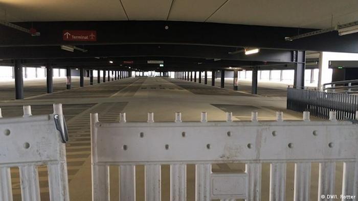 Berlin BER-Flughafen Baustelle - Parkplätze
