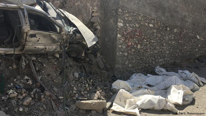 Irak Reportage Mossul 1 Jahr nach der Befreiung | Leichensäcke (DW/S. Petersmann)