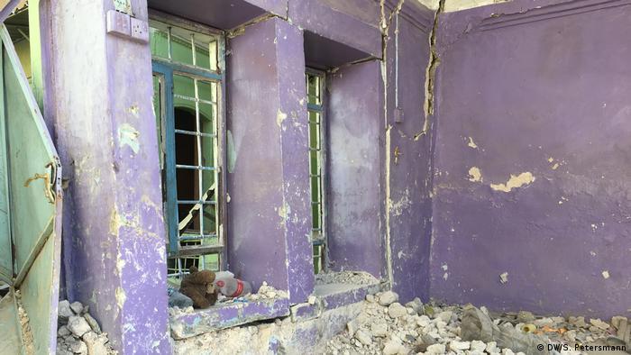 Разрушенный дом, в который вернулись жильцы