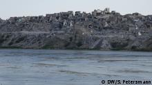 Der Blick vom östlichen Tigris-Ufer auf die zerstörte Altstadt von Mossul im Westteil der Stadt Irak Reportage Mossul 1 Jahr nach der Befreiung DW, Sandra Petersmann, Juni 2018