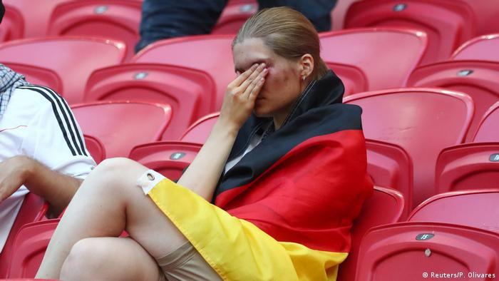 Плачущая болельщица сборной Германии