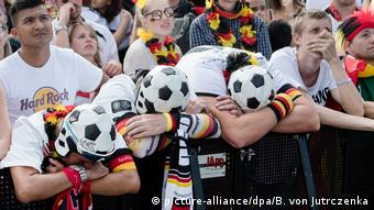 WM 2018 - Public Viewing - Fanmeile Berlin (picture-alliance/dpa/B. von Jutrczenka)