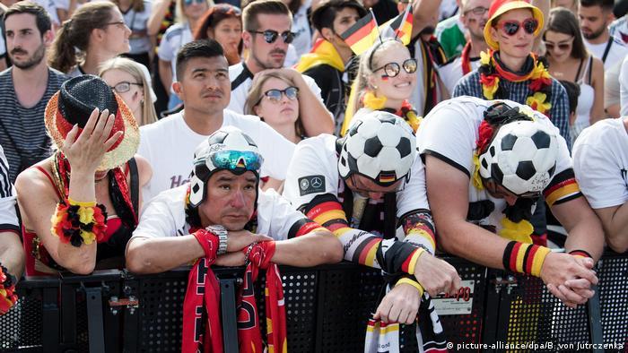 Fans tras la derrota 2-0 de Alemania contra Corea del Sur.