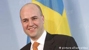 Fredrik Reinfeldt vor einer schwedischen Flagge (Foto: picture-alliance/dpa)