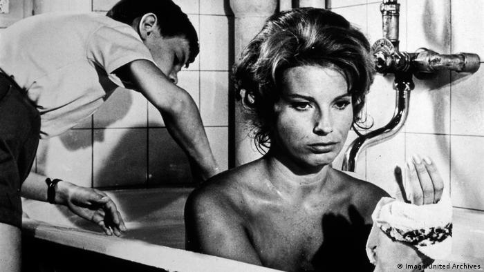 Film still Ingmar Bergman, The Silence, woman in bathtub, boy scrubs her back (Imago/United Archives)
