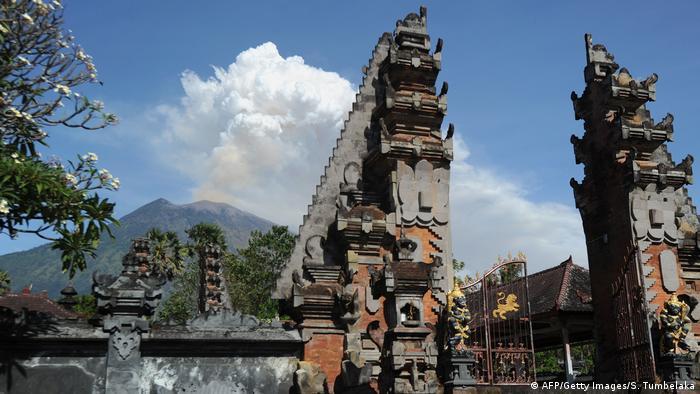 Vulkanausbruch auf Bali (AFP/Getty Images/S. Tumbelaka)