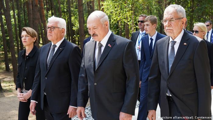 Steinmeier alongside Belarus' Lukashenko