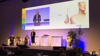 Дар'я Василенко розповідає про зубну щітку Effa у Франкфурті