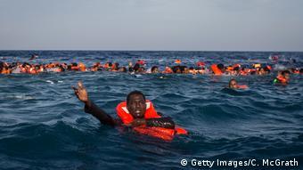 Symbolbild Rettung Flüchtlinge aus Mittelmeer