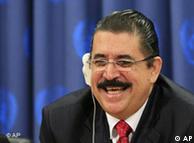 El presidente de Honduras, Manuel Zelaya, en conferencia de prensa en la ONU en New York. (30 de junio de 2009).