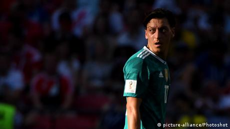 Mesut Özil reacts during the World Cup Match between Germany and South Korea on June 27, 2018 (picture-alliance/Photoshot)