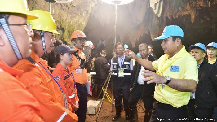 Thai authorities insist they will not compromise on the safety of the trapped group (picture alliance/Xinhua News Agency)