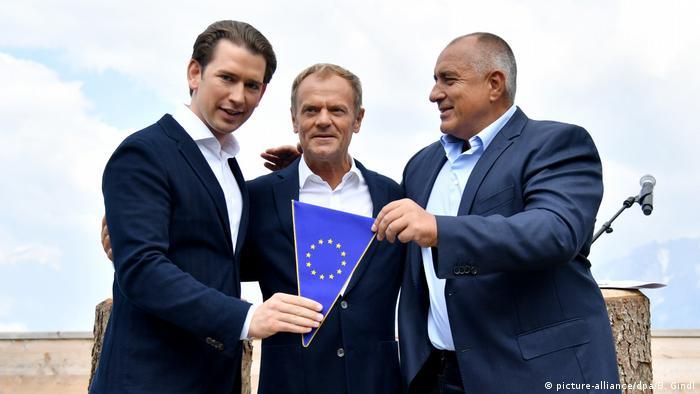 Канцлер Австрії Курц, голова Європейської Ради Туск і прем'єр Болгарії Борисов на церемонії передачі головування в Раді ЄС