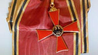 Bundesverdienstkreuz und Schulterband