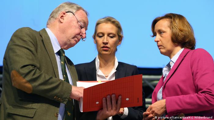 Alex Gauland, Alice Weidel e Von Storch, membros do grupo responsável por guinada da AfD