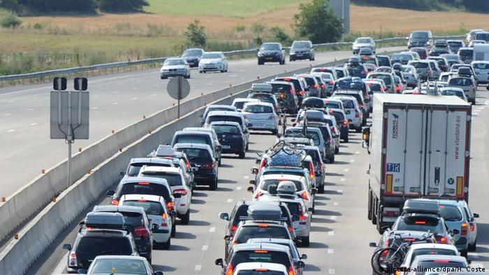 France's A7 highway (picture-alliance/dpa/H. Coste)