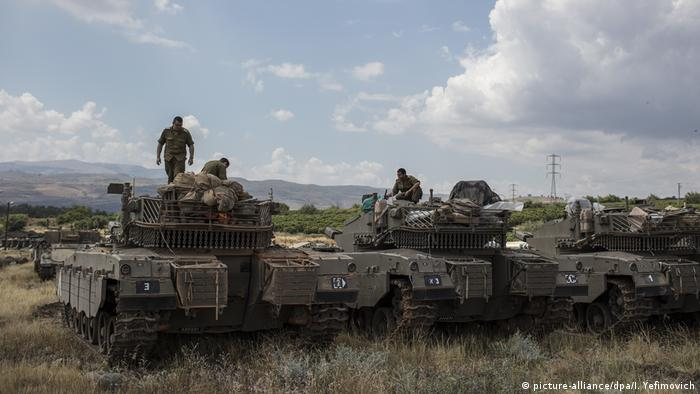 Israeli troops on the Golan Heights border with Syria (picture-alliance/dpa/I. Yefimovich)