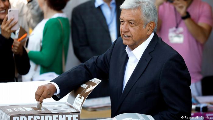 Andres Manuel Lopez Obrador voting (Reuters/E. Garrido)