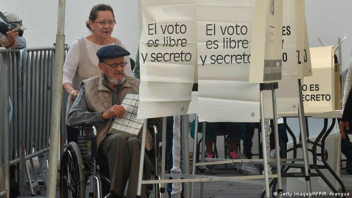 Mexiko Präsidentschaftswahl Wahllokal (Getty Images/AFP/R. Arangua)
