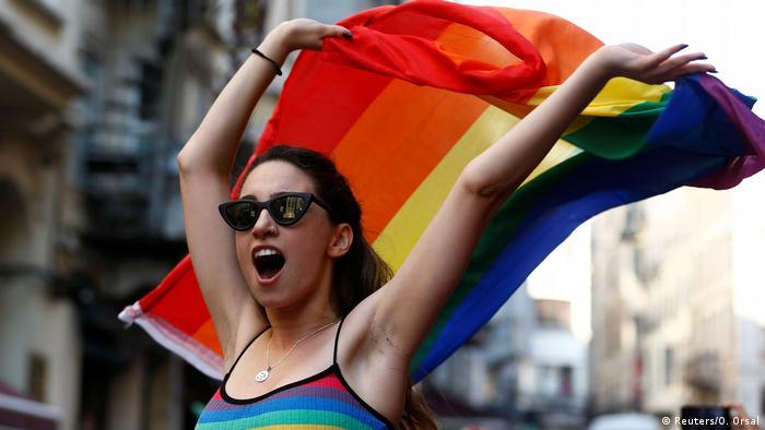 Türkei Gay Pride (Reuters/OOnur Yürüyüşü İstanbul'da 2015'ten bu yana her yıl Valilik tarafından yasaklanıyor. (Foto: Arşiv) . Orsal)
