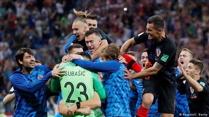 Dok hrvatski nogometaši u Rusiji slave uspjehe... (slavlje nakon pobjede protiv Danske)